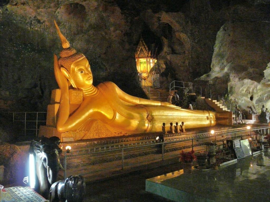 Храм обезьян wat tham suwan kuha (тайланд, пханг нга)