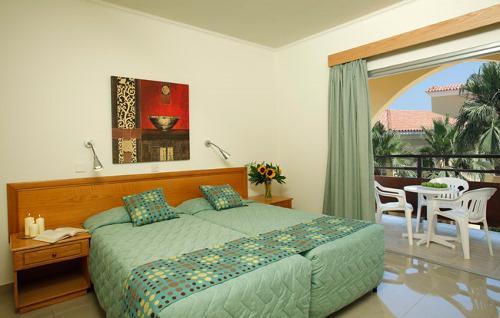 Финансы малама холидей виладж кипр сайт отеля найти красивые места