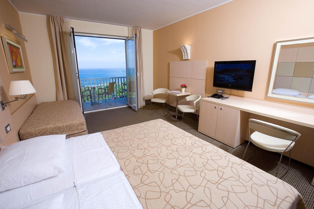 Buy an apartment in Isola del Giglio prices in rubles and photo