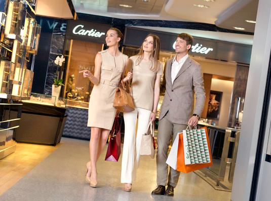 c46b1ab9c3de ... все самые модные бренды класса люкс, такие как Bottega Veneta, Bvlgari,  Dior, Gucci, Hermes, Jimmy Choo, Loewe, Louis Vuitton, Max Mara, Miu Miu,  Prada, ...