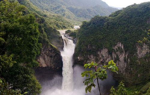 Ecuador_waterfall